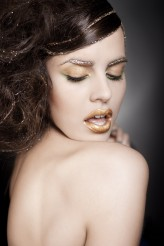 matleenamakeup For the love of gold :)