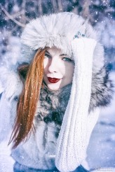 milenabednarczyk Winter portrait of a red-haired woman